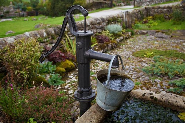 Quels sont les composants d'une pompe à eau ?